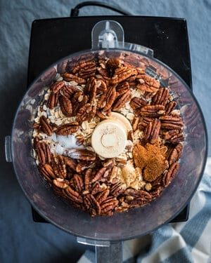 gingersnaps and pecans in food processor