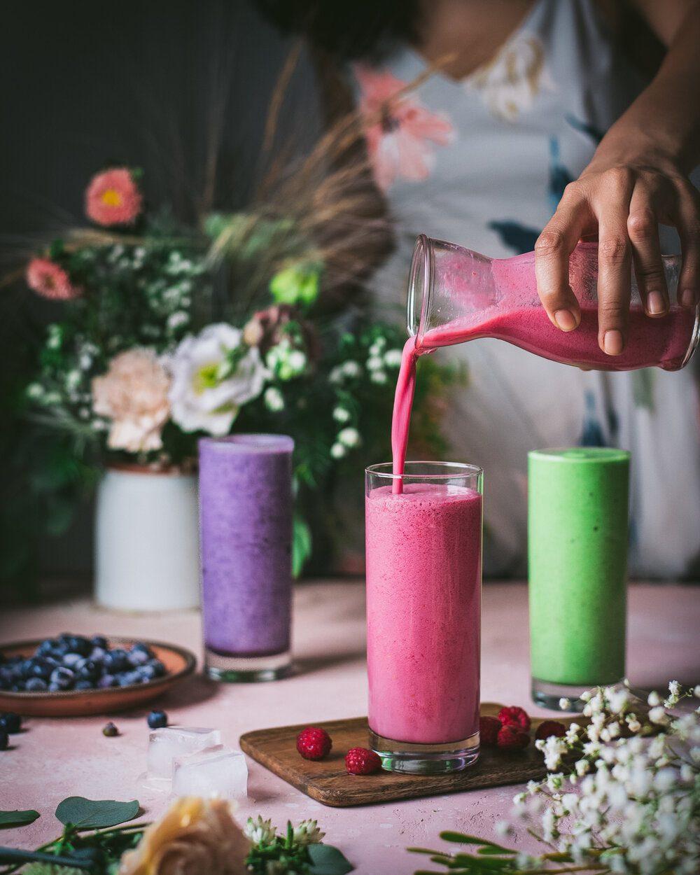 10 Easy Vegan Breakfast Ideas. Vegan Smoothies. smoothies food photography.