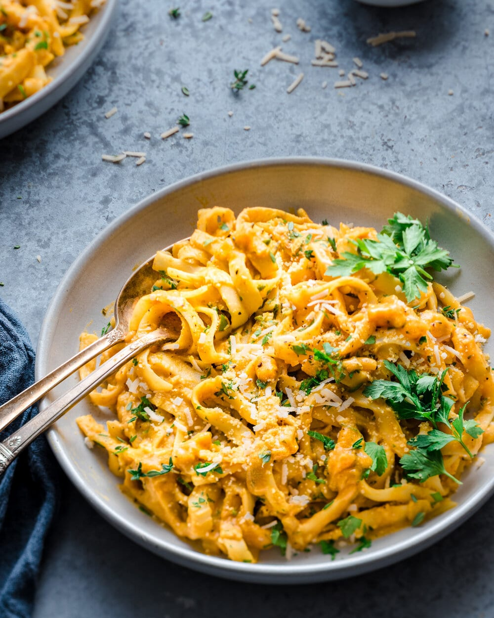 One-Pot Pumpkin Pasta (Vegan Pumpkin Alfredo)
