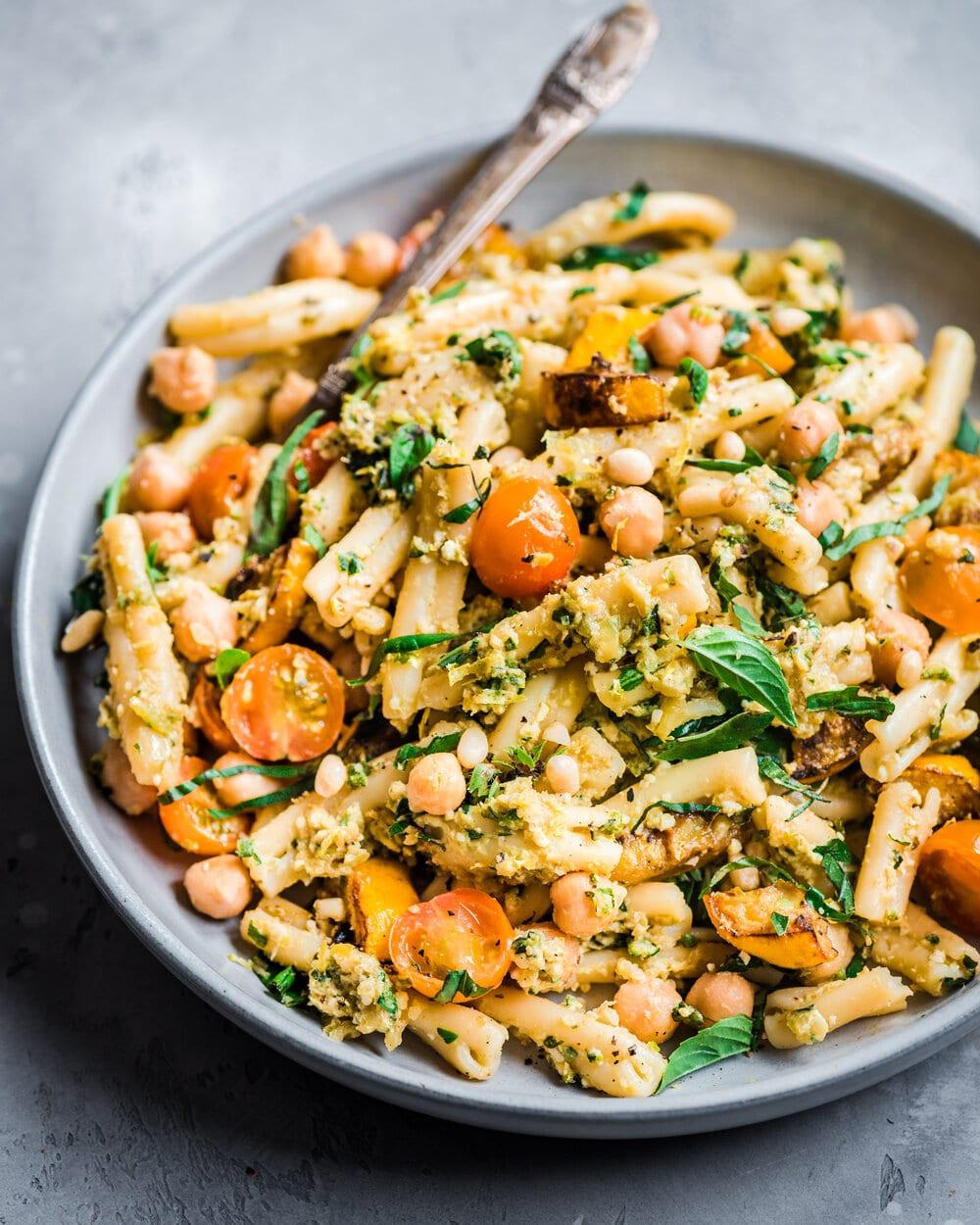 Creamy Vegan Zucchini Pesto Pasta