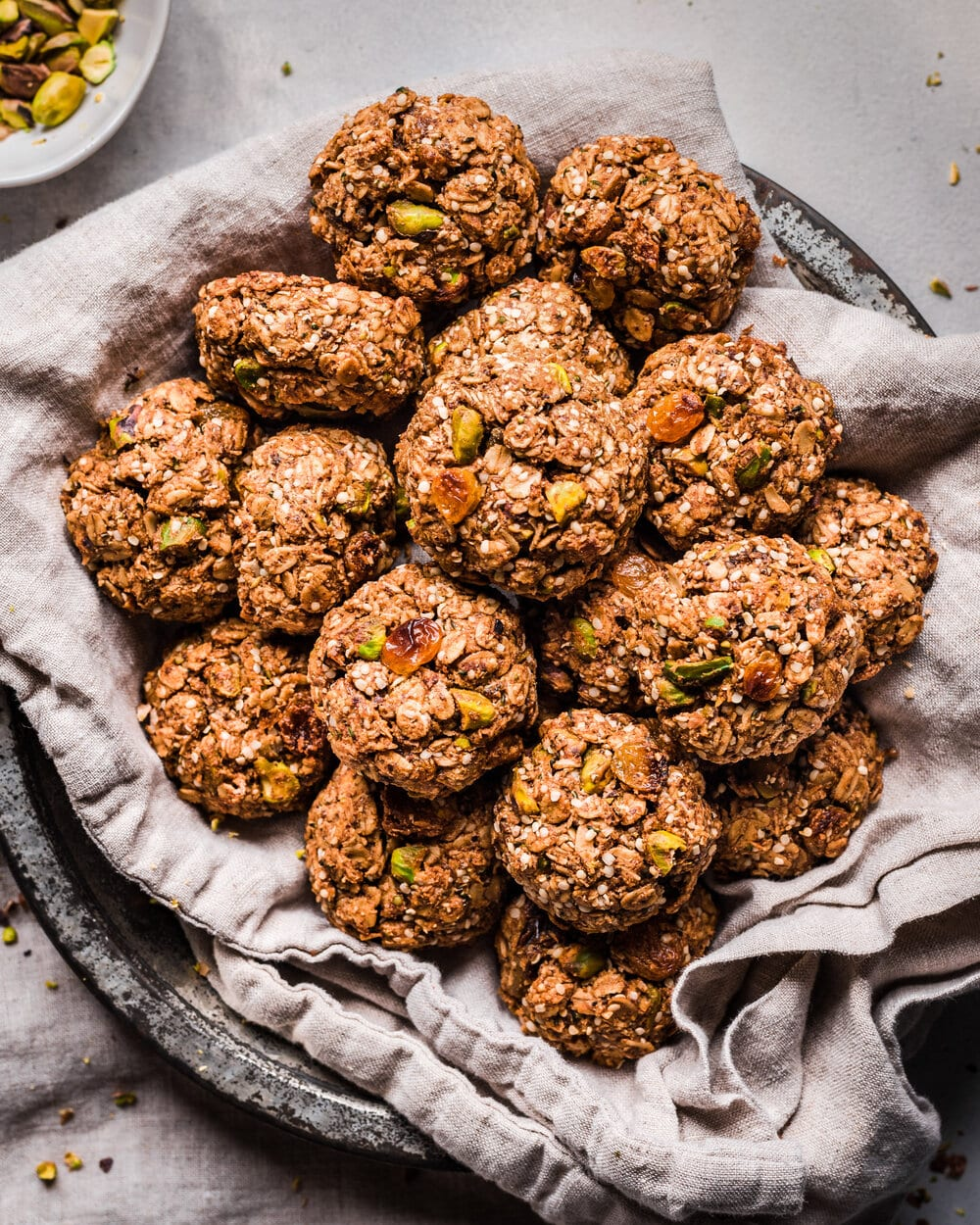Chewy Vegan Chai-Spiced Cookies. chewy vegan chai oatmeal cookies sitting in a pie tin.