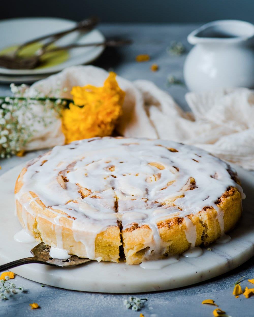 Vegan Cinnamon Roll Cake
