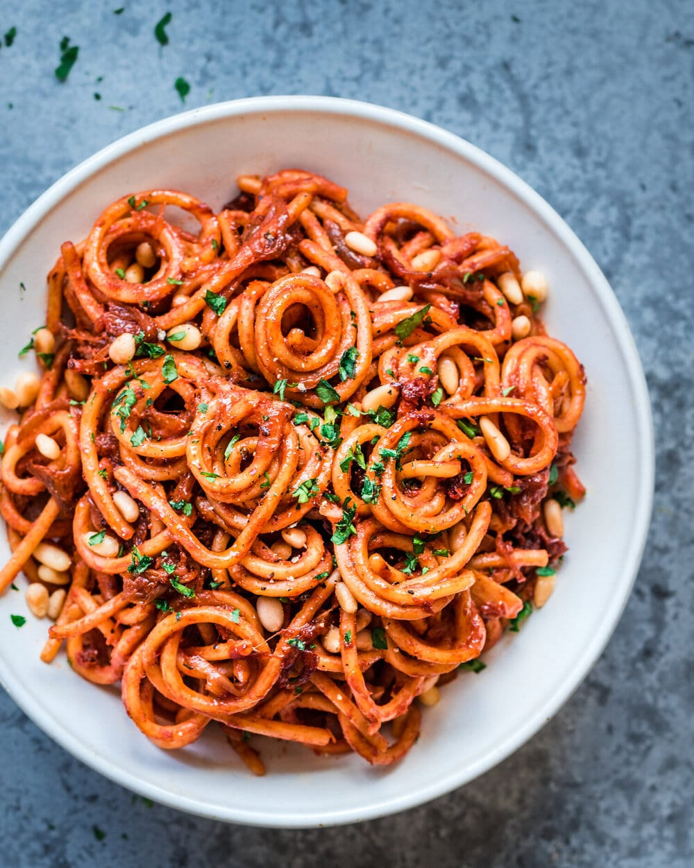 10 easy vegan pasta recipes. caramelized onion pasta. pasta food photography.