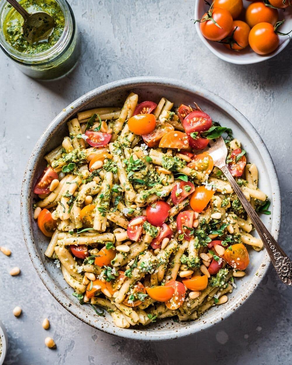 How to Make Vegan Pesto + Three Vegan Pesto Recipes. Vegan pesto pasta. pesto pasta food photography.