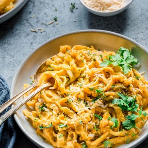 One-Pot Pumpkin Pasta (Vegan Pumpkin Alfredo)