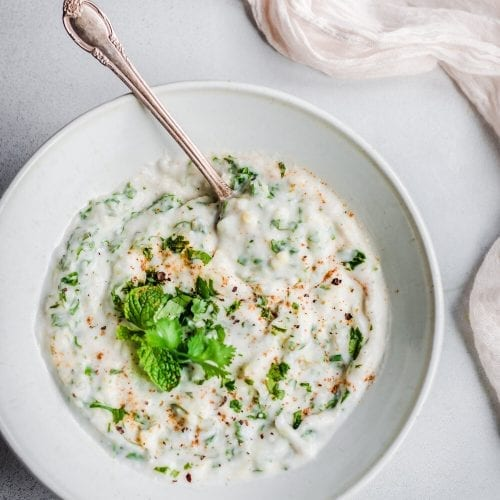 vegan raita in bowl. vegan indian yogurt dip in bowl.